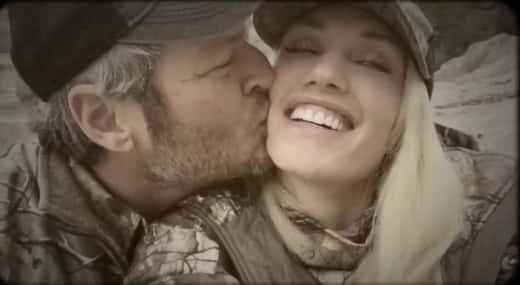 Blake Shelton Kisses Gwen Stefani