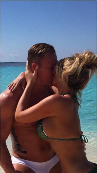 Kim Zolciak and Kroy Biermann kissing