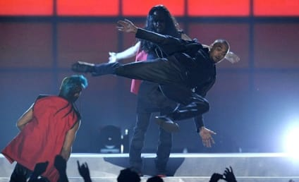 "Chris Brown Billboard Music Awards Performance: ""Fine China"" and Kung Fu!"