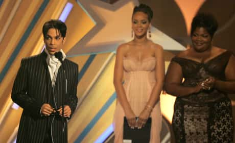 Prince Accepts the Male R&B Award: 2006 BET Awards