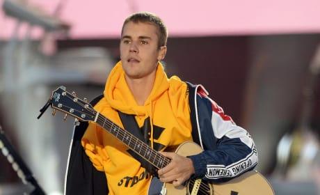 Justin Bieber Fans Offer #PrayersForBieber in Wake of Tour Cancelation