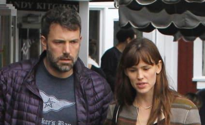Ben Affleck: Caught Texting Jennifer Lopez Behind Jennifer Garner's Back?!
