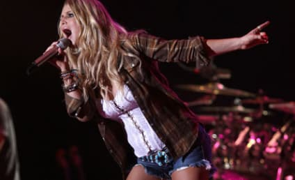 Jessica Simpson Still Touring in Short Shorts