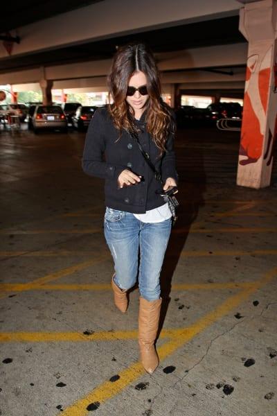 Rachel Bilson Goes Shopping