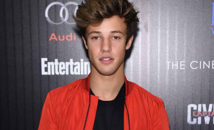 Cameron Dallas Just Slut-Shamed Jessca Alba at the Teen Choice Awards
