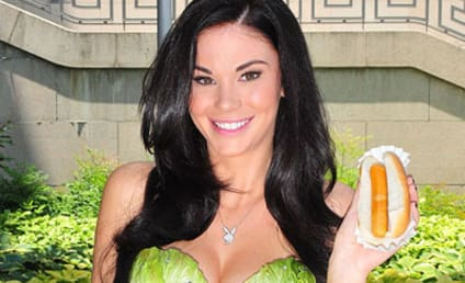 Jayde Nicole, Nude, Makes Friends with Salad For PETA