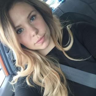 Kailyn Lowry in car