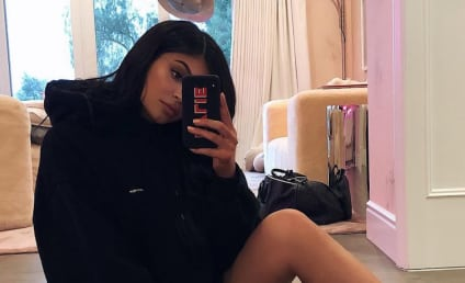 """Kylie Jenner Shares Extreme Close-Up of Her """"Pretty Girl"""""""