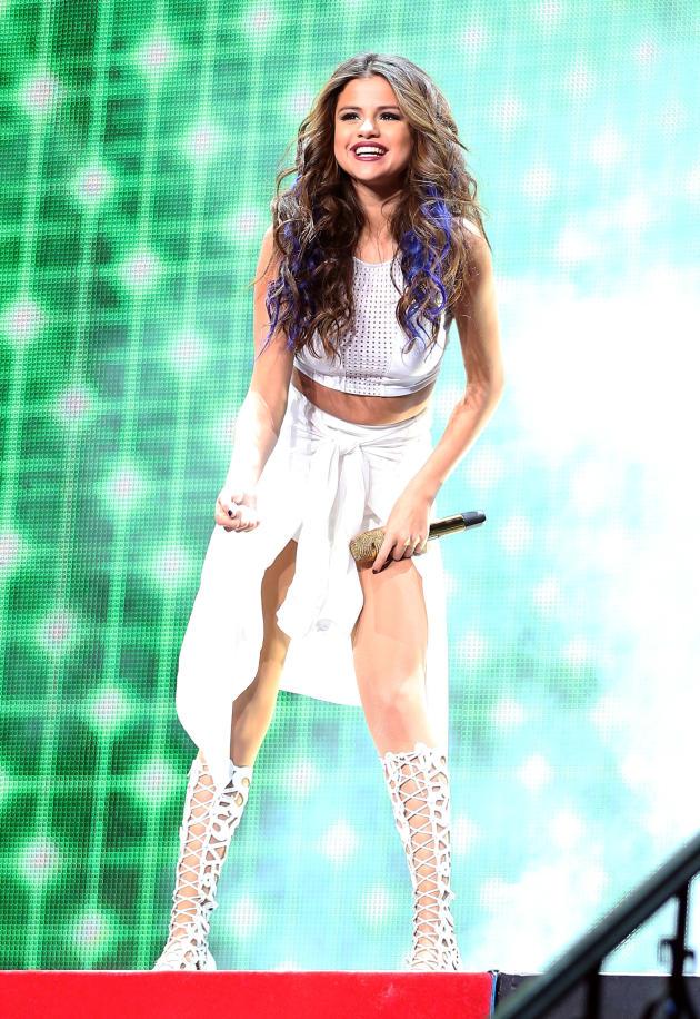 Selena Gomez Smiles on Stage