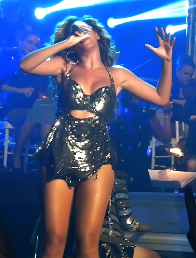 Beyonce's nipples costume kicks off concert tour