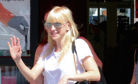 Anna Faris Can Pull Off Color