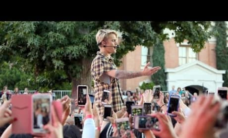 """Justin Bieber Performs """"What Do You Mean?"""" on Ellen"""