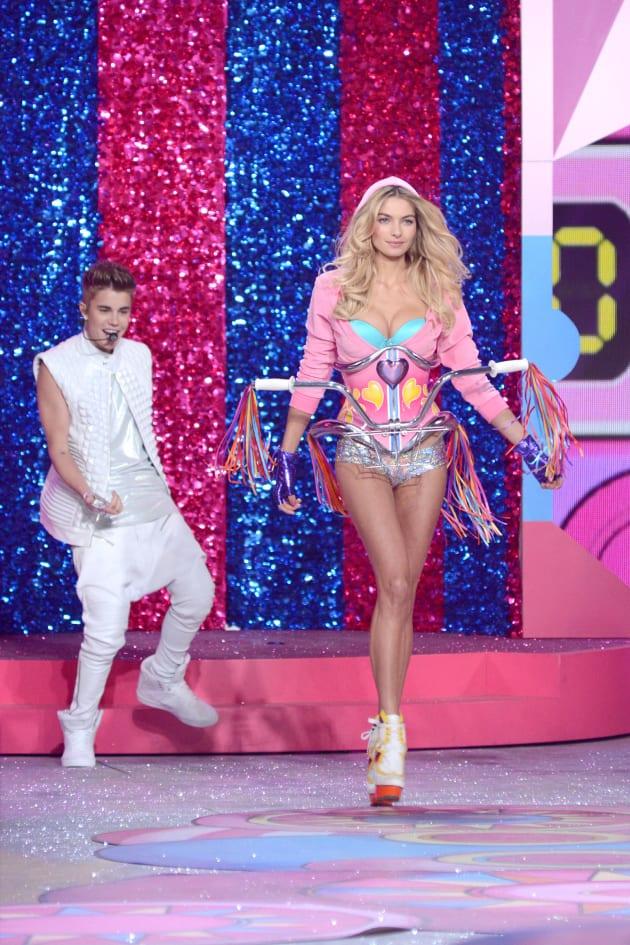 Justin Bieber Ogles a Model