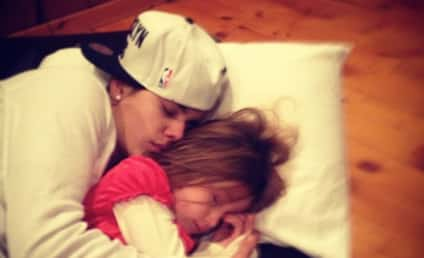 "Justin Bieber Cuddles with ""Luv"" on Christmas"