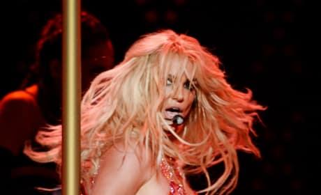 Britney Spears Grabs a Pole: 2016 Billboard Music Awards