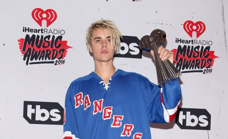 Justin Bieber: 2016 iHeartRadio Awards Press Room