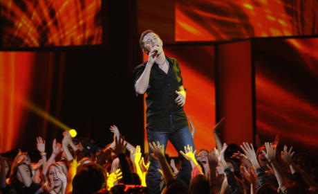 """Scotty McCreery - """"Water Tower Town"""" (American Idol Results Show)"""