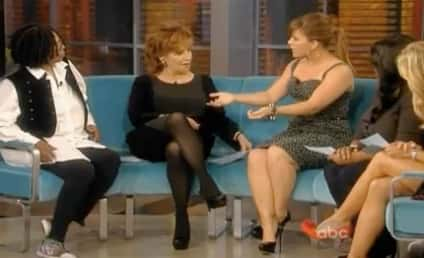 Kelly Clarkson Explains Lesbian Rumors on The View