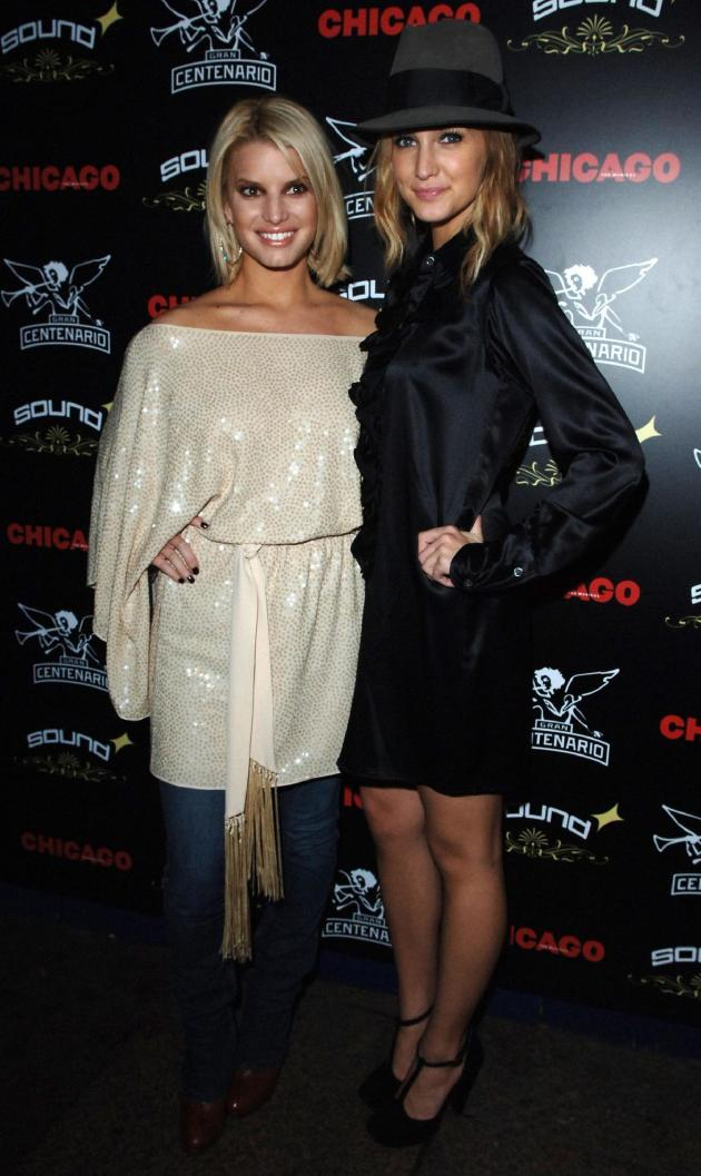Ashlee and Jessica Simpson Chicago Photo