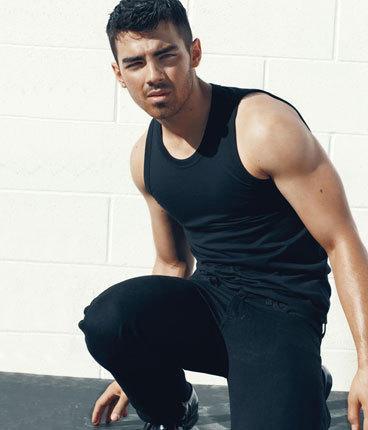 Joe Jonas Pose