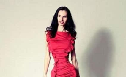 """Iona Spangenberg Defends 20-Inch Waist as """"Natural"""""""