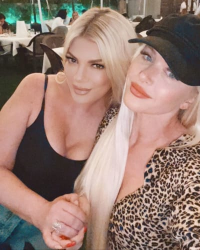Tori Spelling and Laura Rugetti