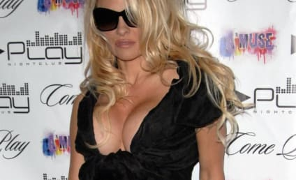 Pamela Anderson Signs on for Dancing with the Stars