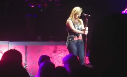 """Kelly Clarkson Tackles Gotye, """"Somebody That I Used to Know"""""""