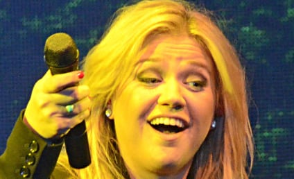 Kelly Clarkson: Super Excited Over Pregnancy, Anxious for Second Trimester