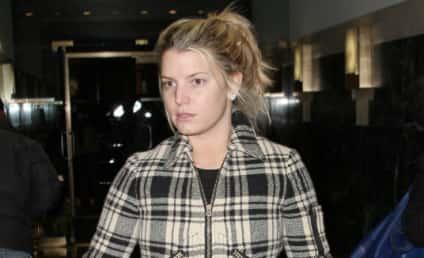 Jessica Simpson Wears Plaid, Looks Kind of Rough