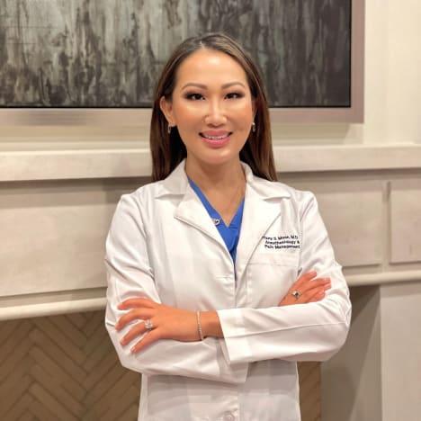 Dr Tiffany Moon en uniforme