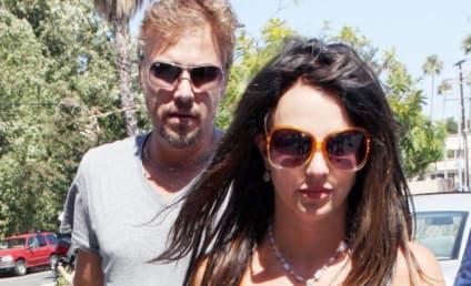 """Britney Spears' Manager: Pregnancy Rumors """"Absurd"""""""