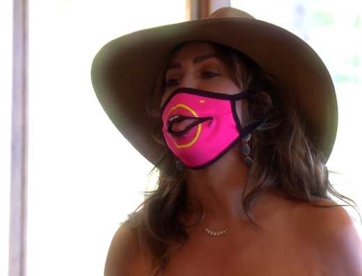 Kelly Dodd wears a dangerous and unsafe face mask