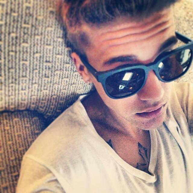 Justin Bieber Takes Selfies