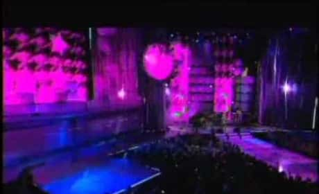 Avril Lavigne - What the Hell (MuchMusic Video Awards)