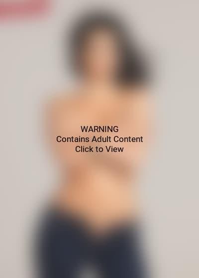 Kim Kardashian, No Shirt