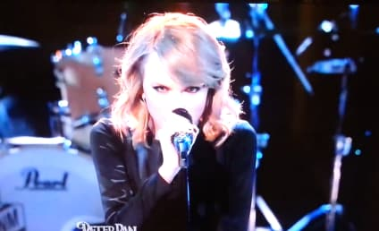 """Taylor Swift Performs """"Blank Space"""" on The Voice: Watch Now!"""
