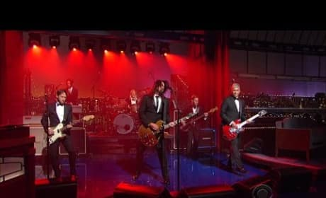 """Foo Fighters Play """"Everlong"""" on The Late Show"""