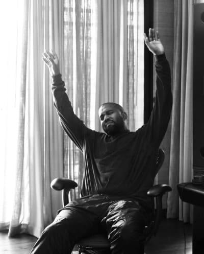 Kanye usa su anillo de bodas