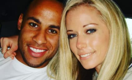 Kendra Wilkinson is REALLY Bad at Handjobs