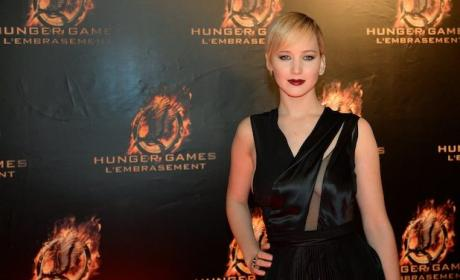 Catching Fire Premieres in Paris: Hot Jennifer Lawrence!