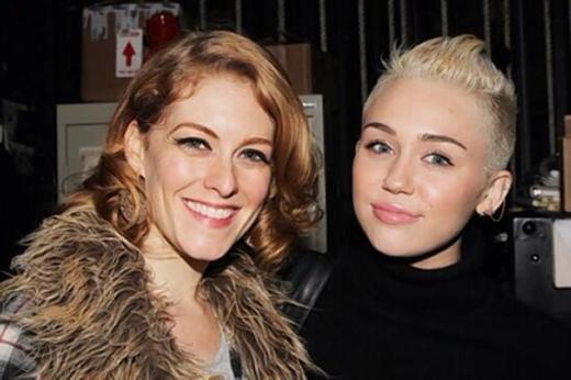 Miley Cyrus, Mystery Woman