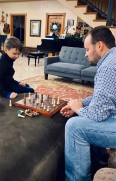 Josh Duggar con su hijo