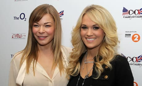 LeAnn Rimes and Carrie Underwood Photo