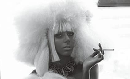 Lady Gaga, Naked (Again), Shows Off V