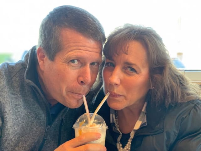 Jim bob duggar and michelle duggar share a drink