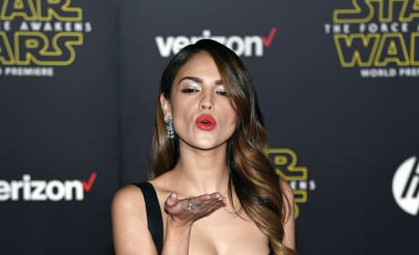 Eiza Gonzalez Blows Kiss Star Wars Premiere