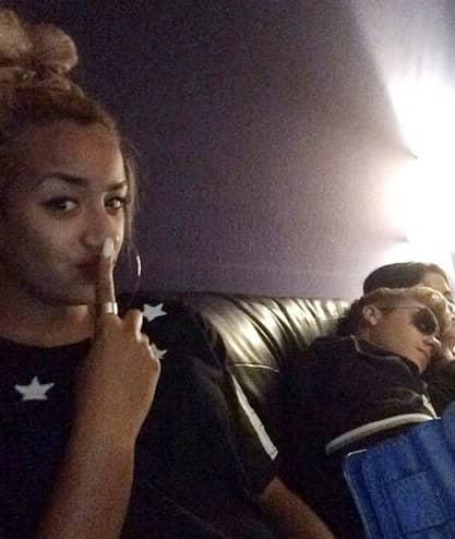 Justin Bieber, Selena Gomez Cuddling