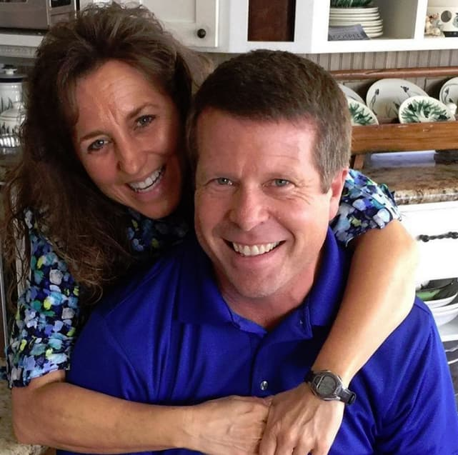 Jim bob and michelle duggar kitchen hug