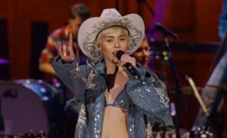 Miley Cyrus Performing